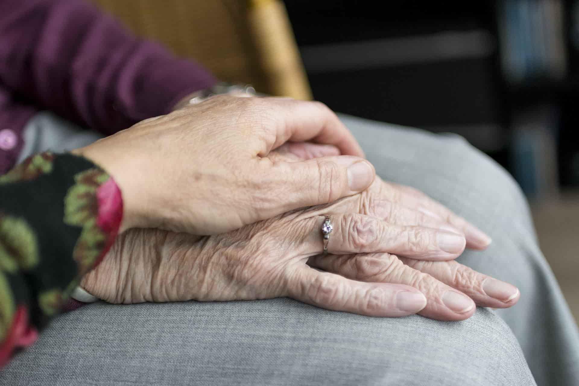 choroba Parkinsona, stare ręce
